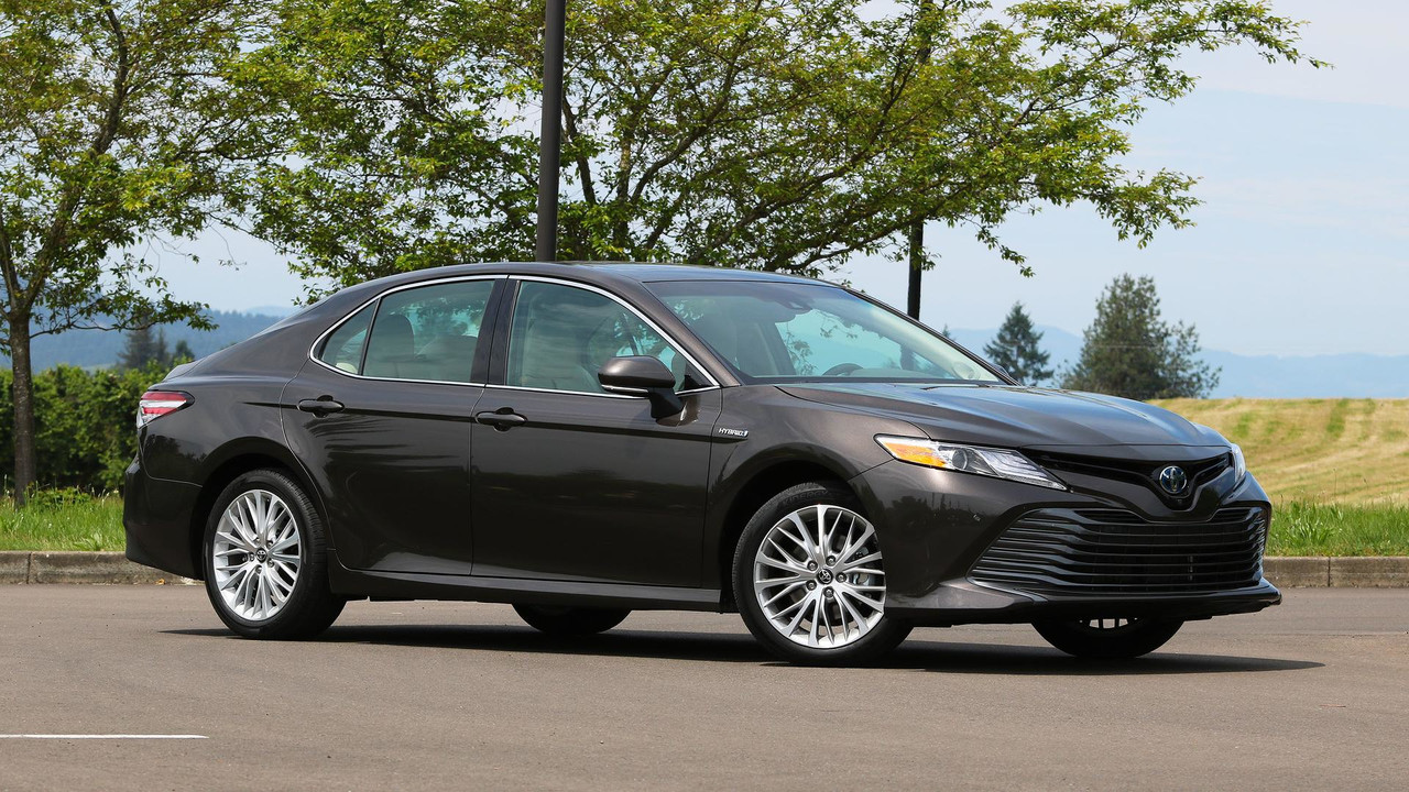 review toyota camry hybrid 2018