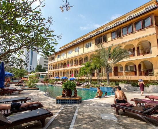 sabai lodge hotel pattaya review
